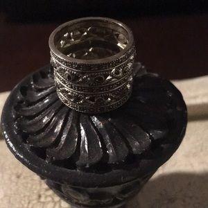 Jewelry - Silver rhinestone ring size 7